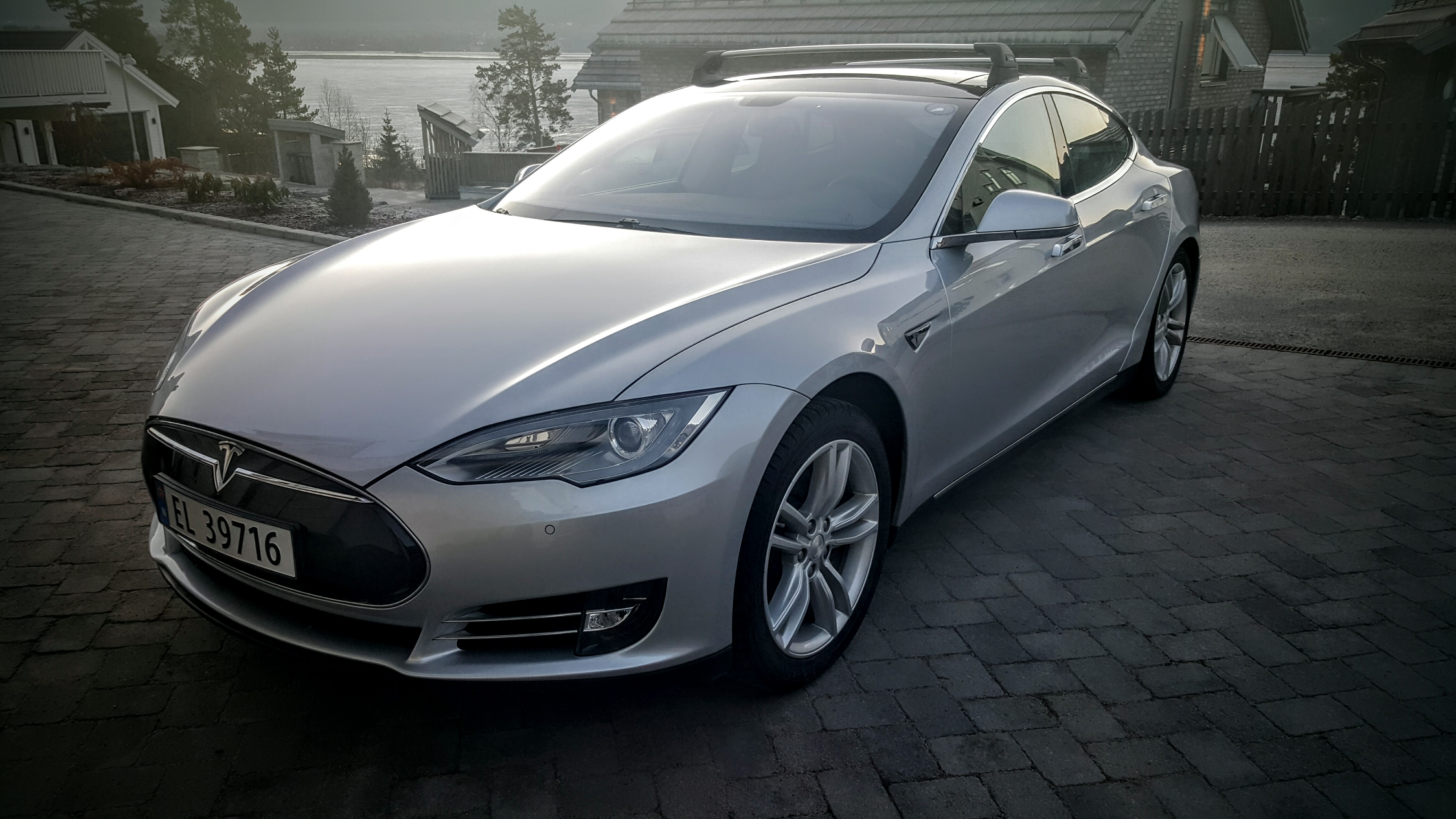 2014 Tesla S85